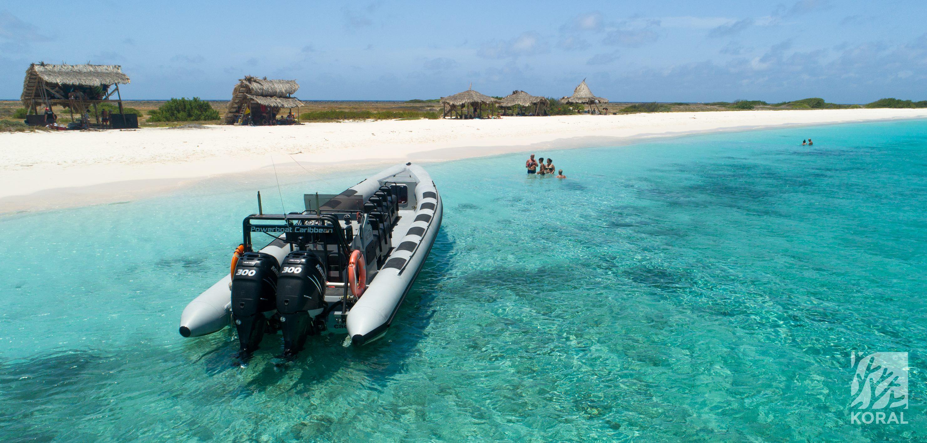 Klein Curaçao met de Powerboat: adrenaline ervaring gecombineerd met een stukje paradijs